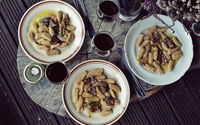 Orkiszowo dyniowe gnocchi z truflą i szałwiowym masełkiem.
